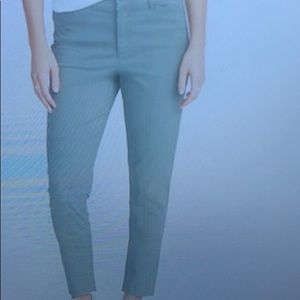 Old Navy mid rise pixie chino ankle pant dried her